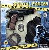 Пистолет, кобур, значка и белезници -