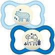 Флуоресцентни залъгалки от латекс (естествен каучук) със симетрична форма - Air Night - Комплект от 2 броя с кутия за съхранение за бебета от 12 до 18 месеца -