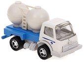 Камион превозващ брашно -