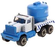 Камион превозващ брашно - продукт