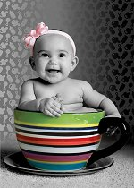 Бебе в чаша -
