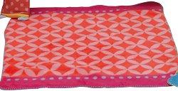 Бебешко одеяло - Графични елементи в розов и червен нюанс - продукт