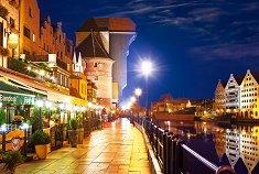 Бреговата линия на Гданск през нощта, Полша -