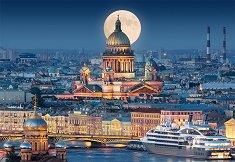 Пълнолуние над катедралата Св. Исак, Санкт Петербург -