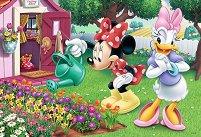 Мини Маус полива цветя -