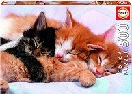 Спящи котенца -