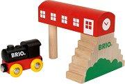 Класически парен локомотив с гара - Дървена играчка -