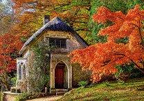 Готическа къща през есента -