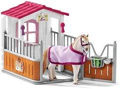 """Конюшня и луситано кобила  - Комплект фигури и аксесоари от серията """"Клуб по езда"""" - фигури"""