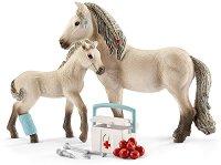 """Помощта на Хана - Комплект фигура и аксесоари от серията """"Клуб по езда"""" -"""