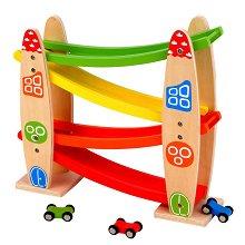 Дървена състезателна писта - Комплект с 3 колички - играчка