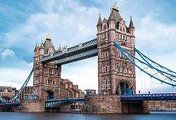 Тауър Бридж над река Темза -