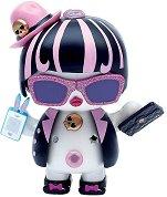 """Фигура с аксесоари - Sassy Fashion - Детска играчка от серията """"U Hugs"""" -"""
