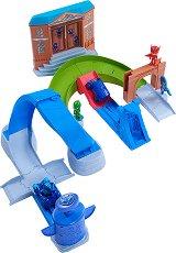 """Писта с лупинг - Пи Джей Маскс - Комплект с 2 колички и фигура за игра от серията """"PJ Masks"""" -"""