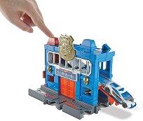"""Писта - Downtown Police Station Breakout - Комплект с количка от серията """"Hot Wheels: City"""" -"""