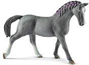 Тракенен кобила - фигура