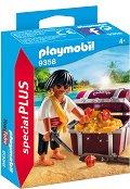 """Пират със съкровище - Фигура с аксесоари от серията """"Special: Plus"""" - фигура"""