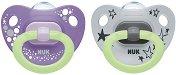 Флуоресцентни залъгалки от силикон с ортодонтична форма - Happy Nights - Комплект от 2 броя с кутия за съхранение за бебета от 6 до 18 месеца -