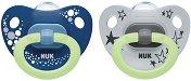 Флуоресцентни залъгалки от силикон с ортодонтична форма - Happy Nights - Комплект от 2 броя с кутия за съхранение за бебета над 18 месеца -