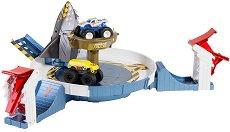 """Писта с изстрелвачка - Mecha Shark Face-Off - Комплект с 2 бъгита от серията """"Hot Wheels: Monster Trucks"""" - количка"""