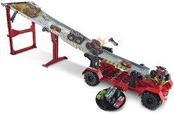 """Трансформираща се писта транспортьор - Downhill Race & Go - Комплект с 2 колички от серията """"Hot Wheels: Monster Trucks"""" - играчка"""