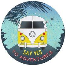 Табелка-картичка кръг: Say yes to adventures -