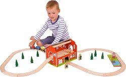 Влакче с ЖП гара - Дървен комплект за игра с релси и аксесоари -