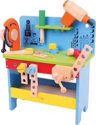 Дървена работилница с инструменти -