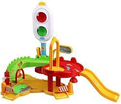 """Писта със светофар и количка - Комплект за игра със светлинни и звукови ефекти : от серията """"Junior"""" -"""