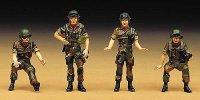 Корейски войници - Екипаж на танк  - Комплект от четири сглобяеми фигури -