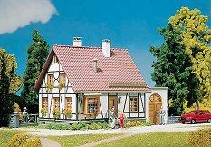 Къща с гараж - Сглобяем модел - макет